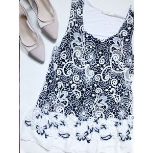 ❤️ 3 items for $20❤️Black & White Lace Top